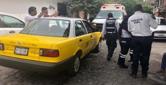 Taxista atropella a motociclista.