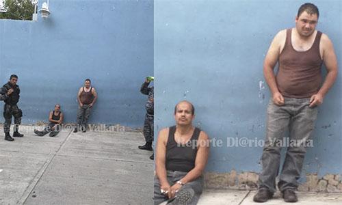 """Después de denunciar ante las redes sociales el joven José Salvador Rodríguez Ramírez grabó las escenas donde dos de sus vecinos atacan brutalmente a una pequeña mascota de nombre """"foxy"""""""