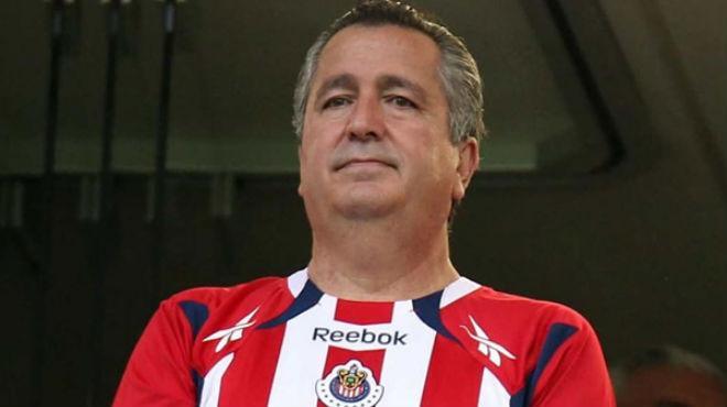 Jorge Vergara propietario del Club Guadalajara y grupo Omnilife sufrió un accidente a bordo de su motocicleta en