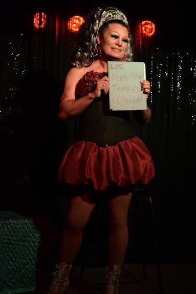 La Gata café-foro presenta comedia, cabaret y trova.