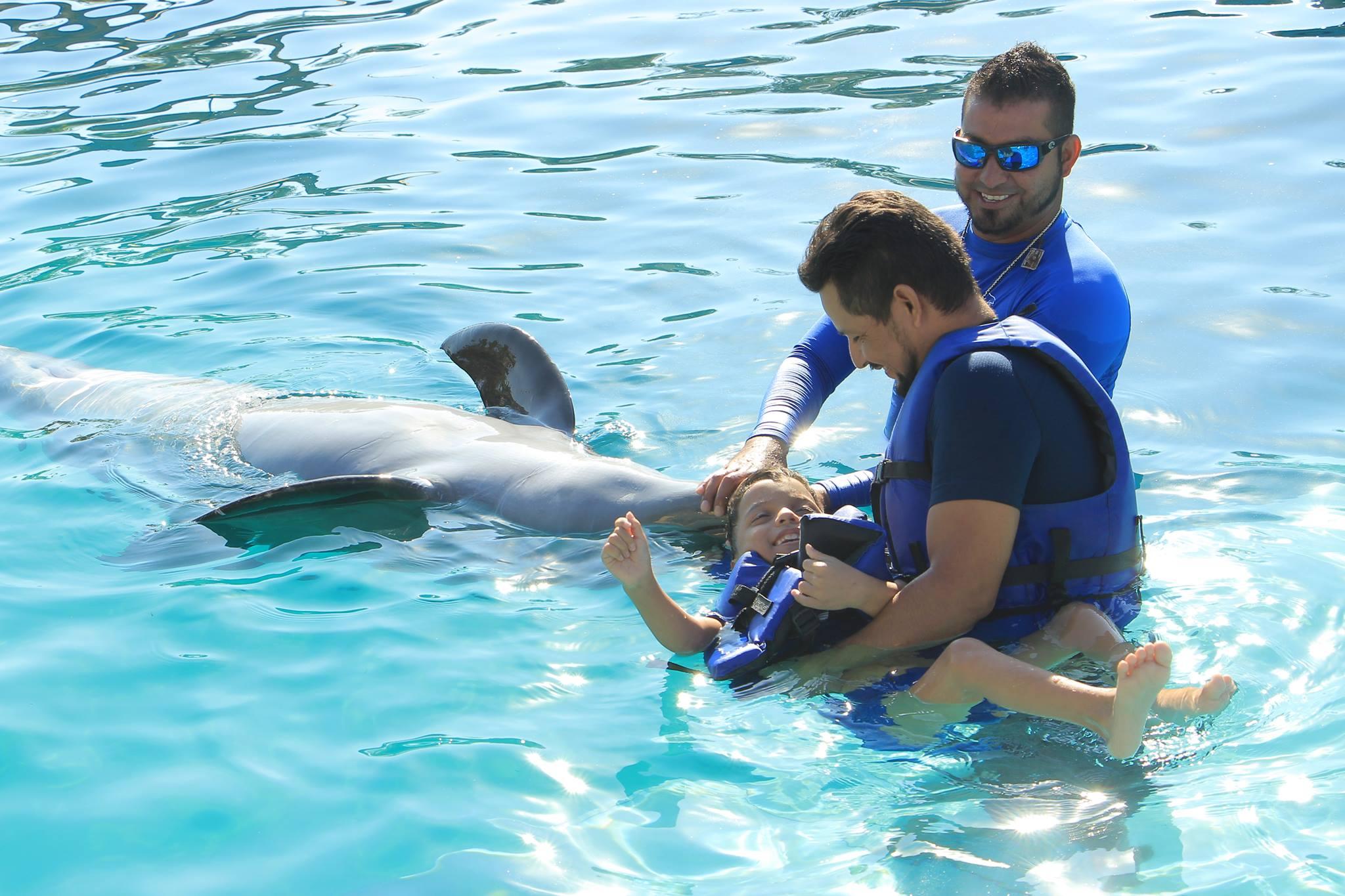 Cabe resaltar que las personas con síndrome de down han sido en las que mayor avance se ha notado luego de convivir con los delfines